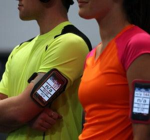 Dispositivo móvil en el gimnasio