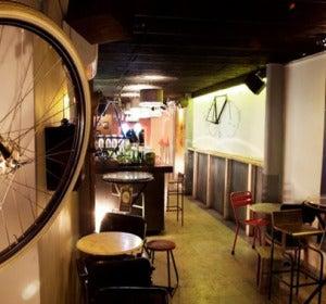 Decoración a base de bicicletas en Barcelona