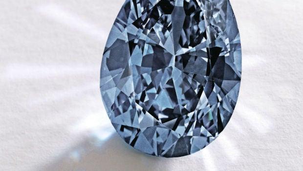 Diamante azul subastado en Nueva York