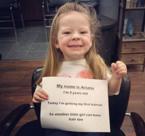Ariana comunica su donación de pelo.