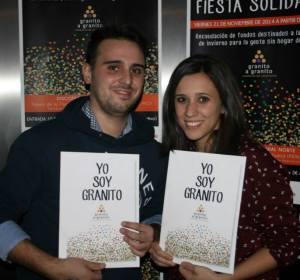 Elena y Jorge, dos de los decenas de voluntarios, en la fiesta solidaria