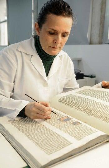 Restauración de la Biblia de Gutenberg