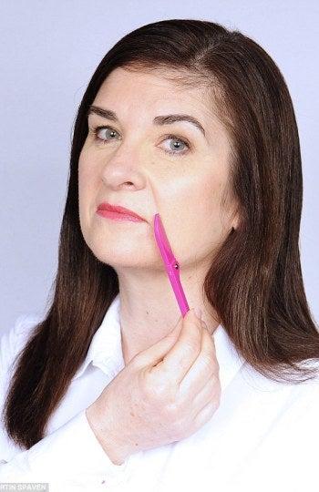 Angela Garvin reconoce su hábito de afeitado.