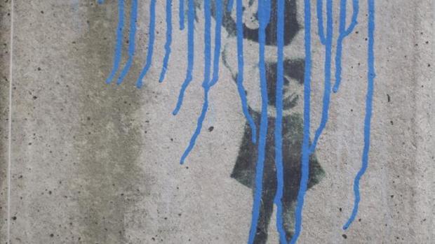 Vista del acto vandálico realizado sobre la única obra de Banksy en Alemania