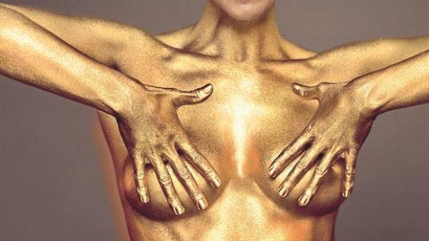 Maribel Verdú se desnuda para Harper's BAZAAR