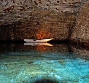 Navegar en el lago subterráneo más largo de Europa