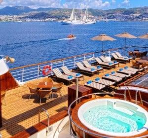Navegar de Estambul a Atenas en un velero privado