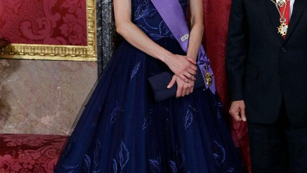 Doña Letizia lució un diseño de Felipe Varela