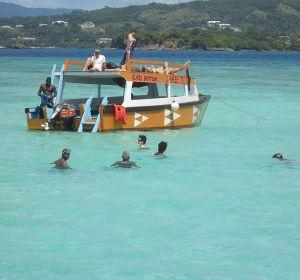 Nadar en una piscina en medio del Océano
