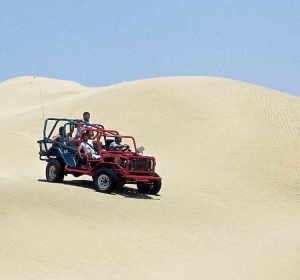 Conducir por el desierto de Huacachina