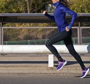 Corriendo para preparar una carrera