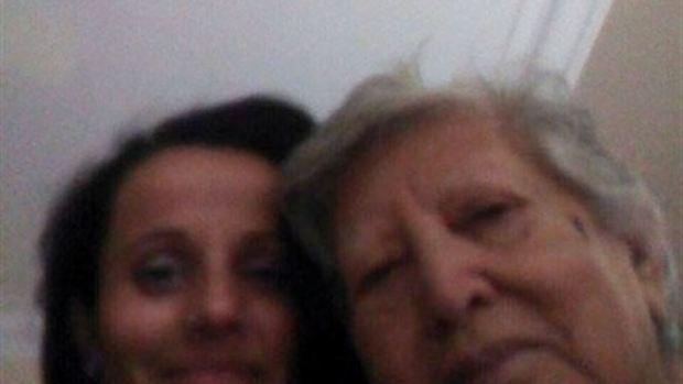 Reencuentro de nieta y abuela