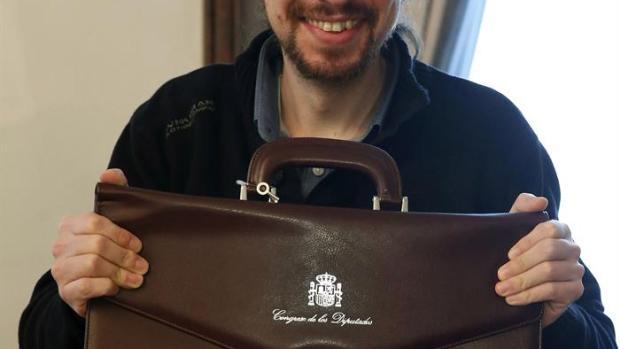 Pablo Iglesias recoge su cartera