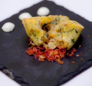 Tortilla de patatas con bacalao, ajo tostado y mahonesa de wasabi de Desengaño 13