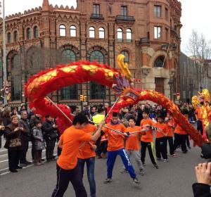Cabalgata de Año nuevo Chino por las calles de Barcelona
