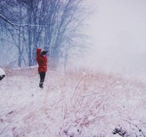 Un simple paseo por la nieve puede activar tu metabolismo más que una clase de zumba