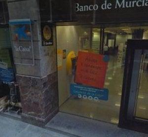 Imagen del banco sin los barrotes