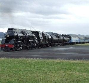 Gisborne, el único aeropuerto del mundo atravesado por un ferrocarril