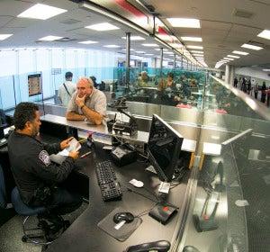 Control de pasaportes en un aeropuerto de EEUU