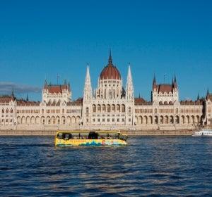 RiverRide por el Parlamento de Budapest