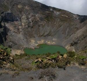 Cráter del volcán Irazú