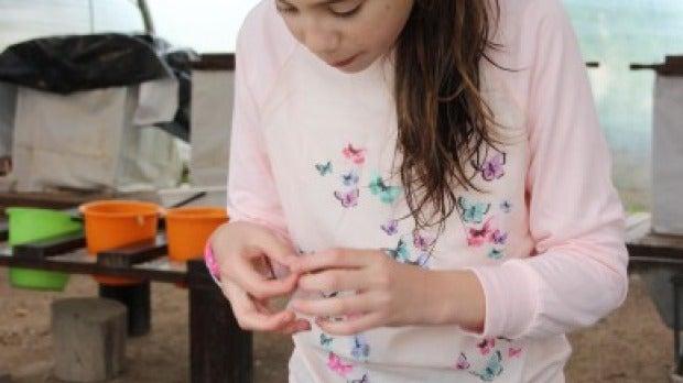 La niña con el amuleto en Jerusalén