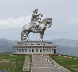 Estatua ecuestre de Genghis Khan en Mongolia