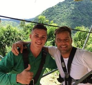 Ricky Martin, antes de saltar por la tirolina El Monstruo