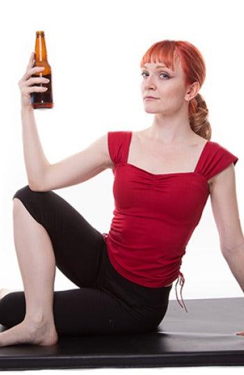 Lindsay Istace con una cerveza