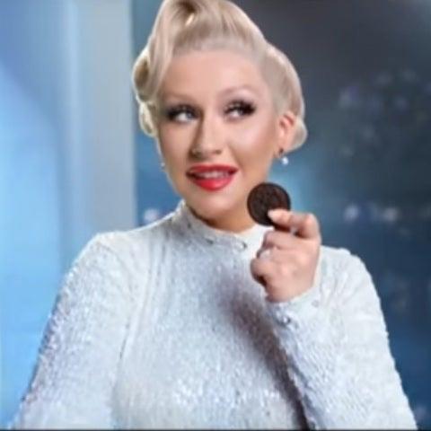 Christina Aguilera vende galletas en Indonesia