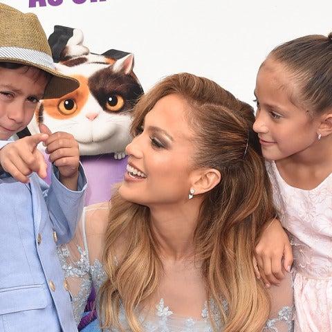 Jennifer Lopez con sus hijos Maximillian y Emme