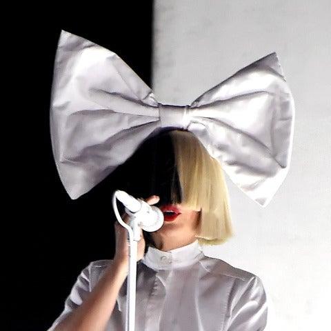 Sia durante una de sus actuaciones