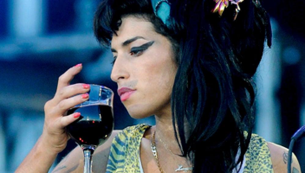 Amy Winehouse durante un concierto