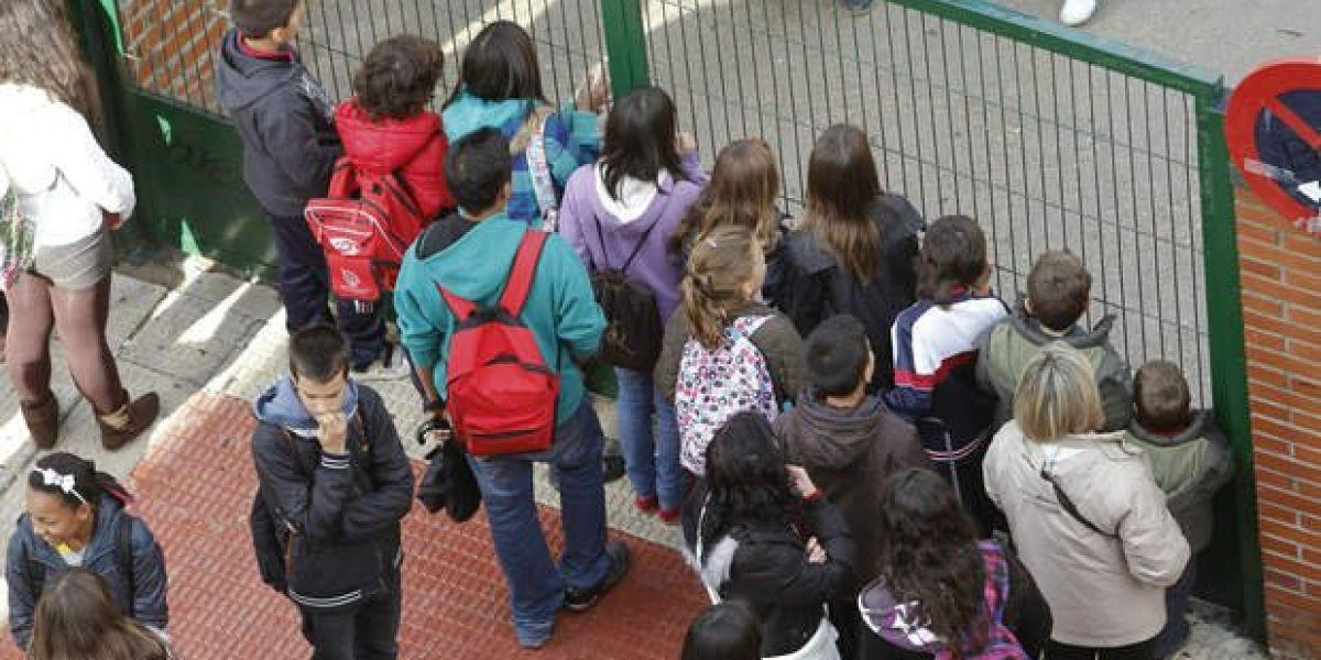 Puerta de un colegio