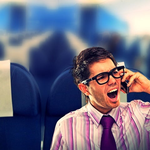 Hombre hablando por el teléfono móvil