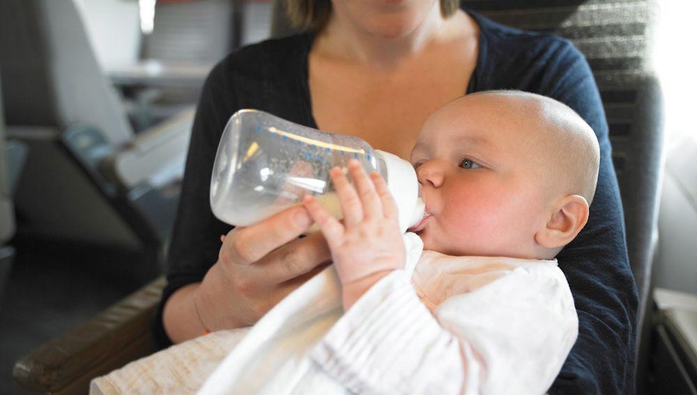 Bebé a bordo de un avión