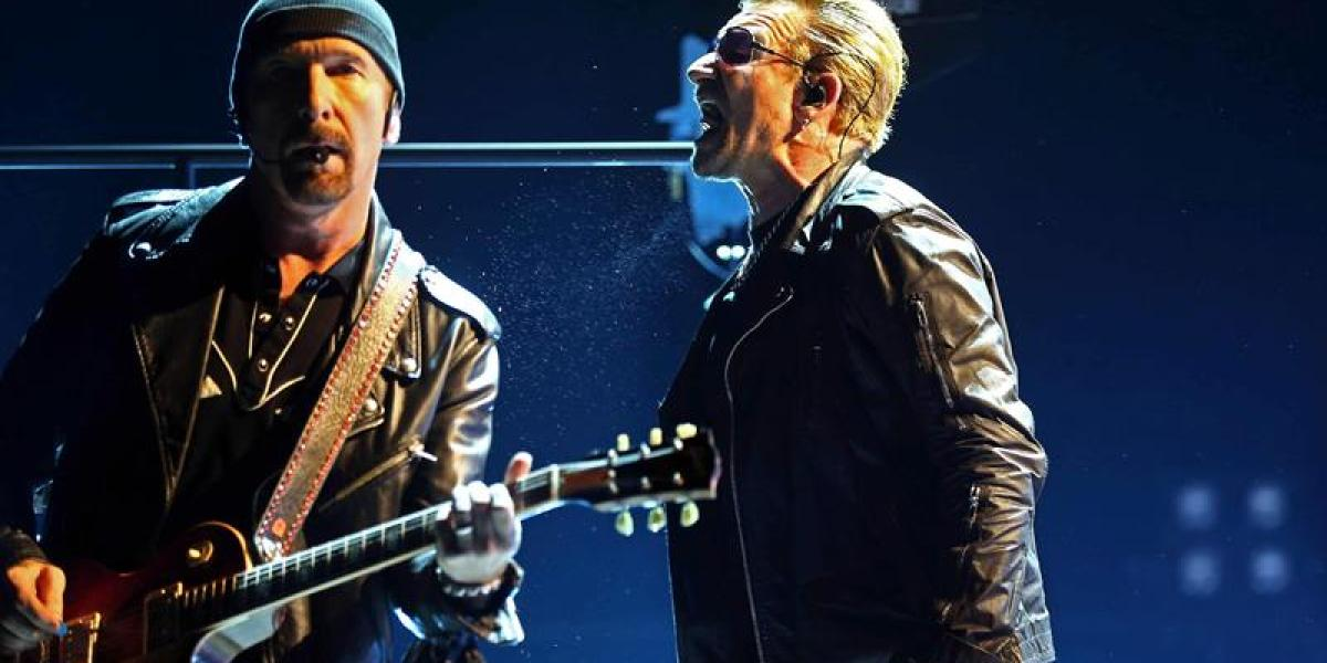 Miembros de U2 durante el concierto en el Palau Sant Jordi, en Barcelona
