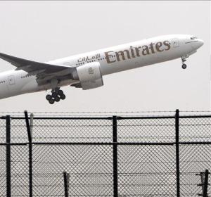 Un avión de las aerolineas Emirates despega del aeropuerto de Dubái