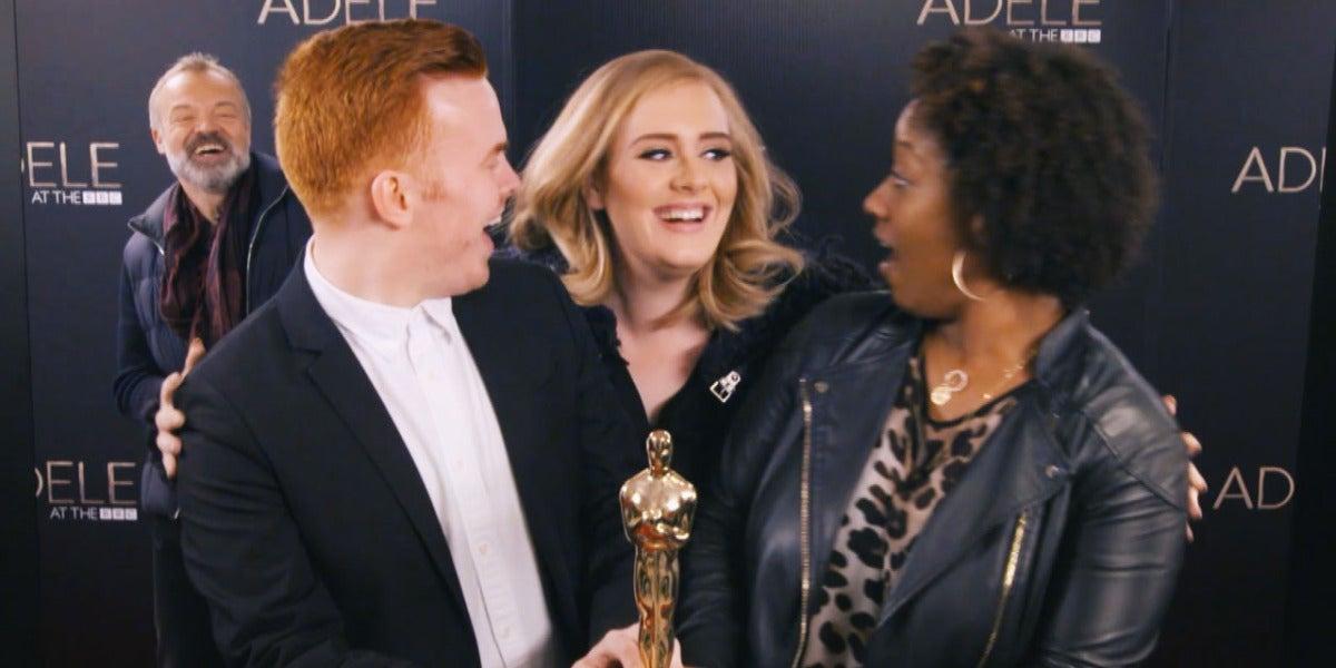 Adele se cuela en las fotos de sus fans haciendo 'photoboms'