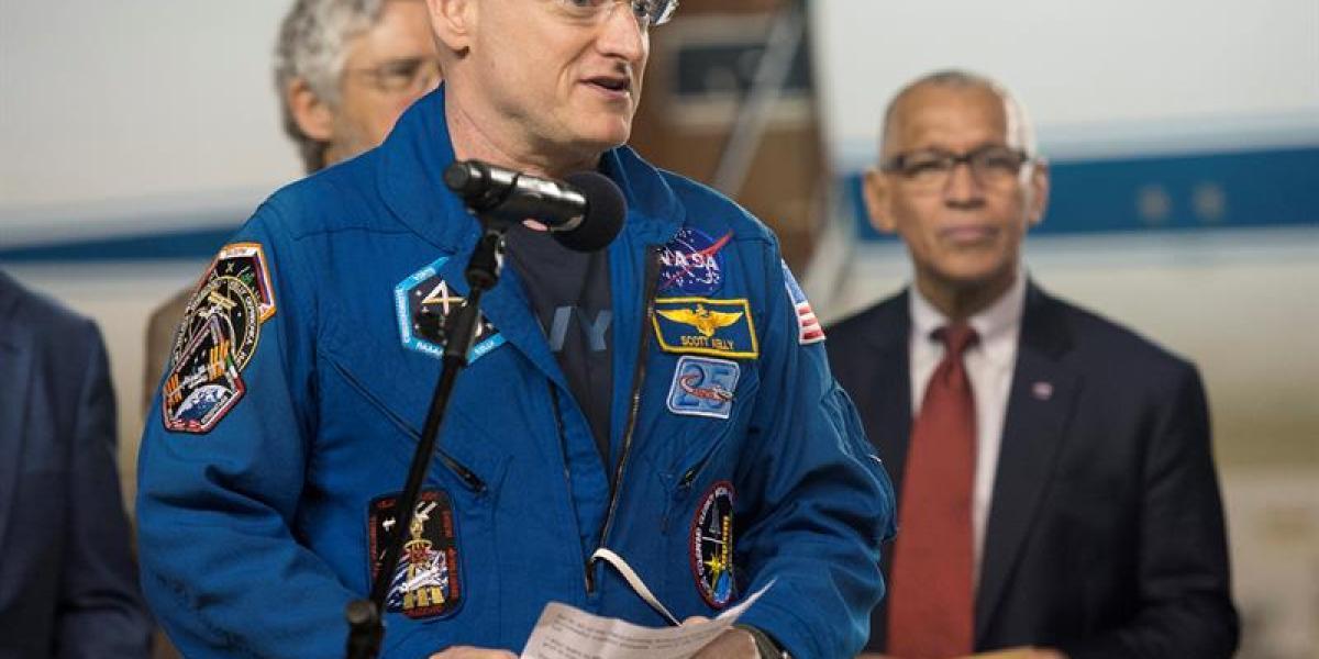 Fotografía de la NASA que muestra al astronauta estadounidense Scott Kelly