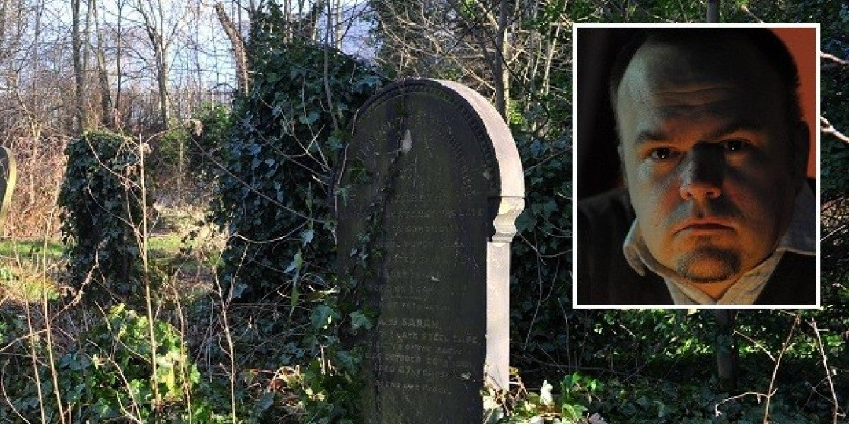 El investigador Mike Covell se topó con el rodaje de una película porno en el cementerio de Kingston-Upon-Hull