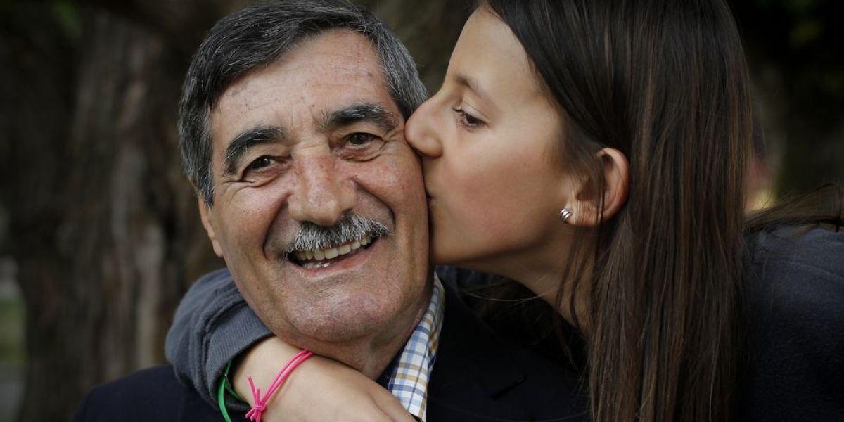 Eva con su abuelo tras salvarle la vida