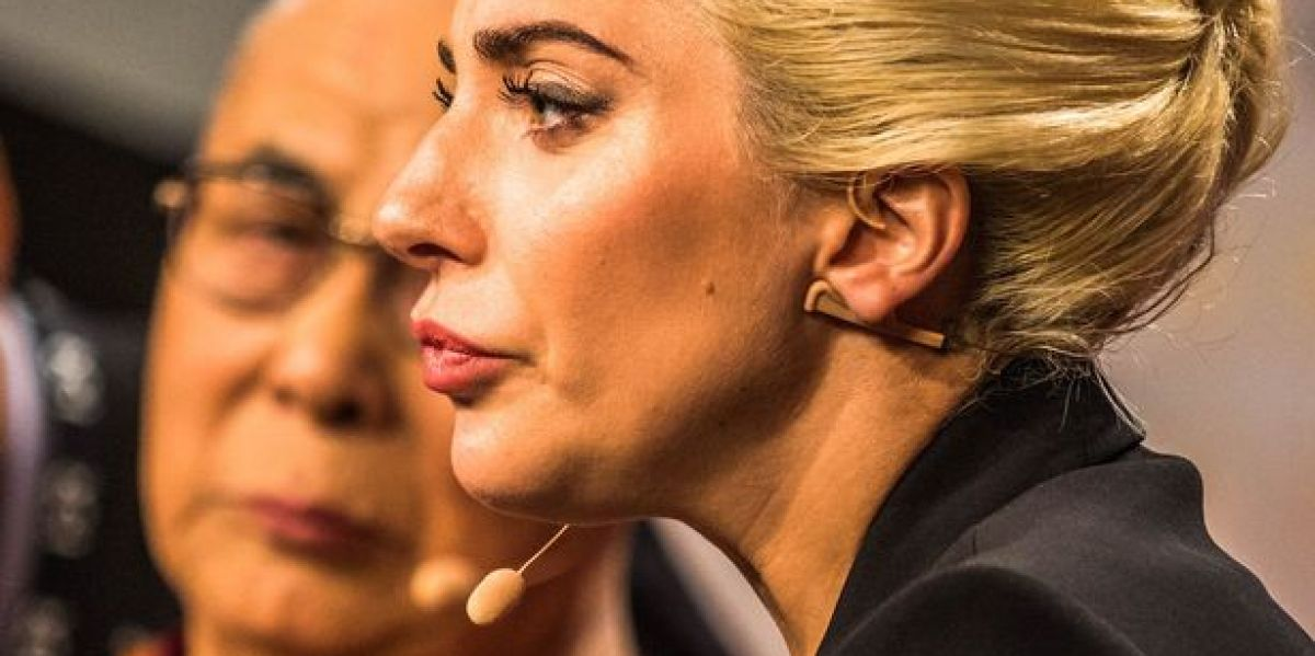 Lady Gaga junto al Dalai Lama