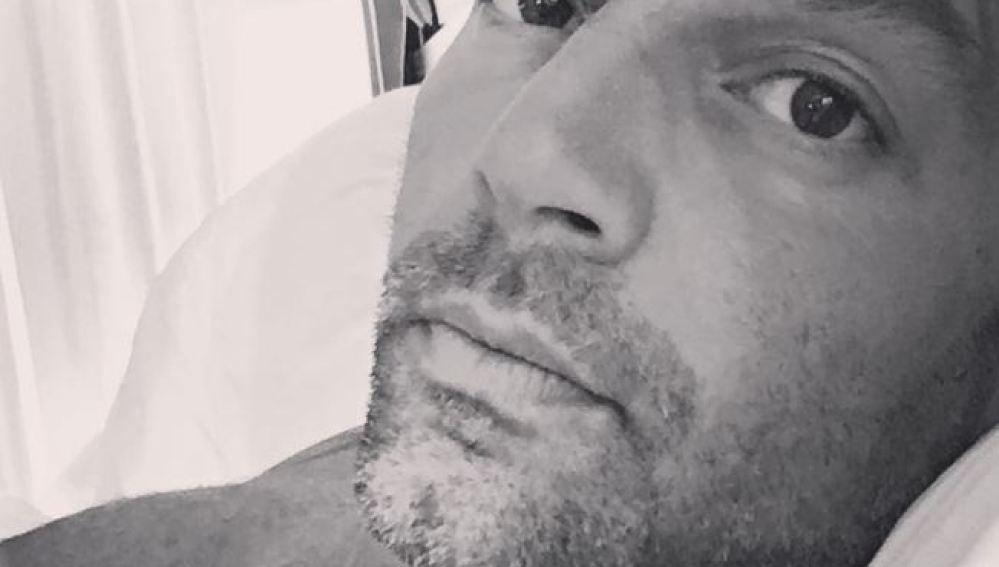 Ricky Martín, muy sexy descansando