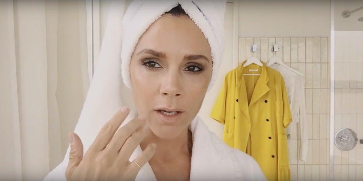 Victoria Beckham en el tutorial de maquillaje de la revista Vogue