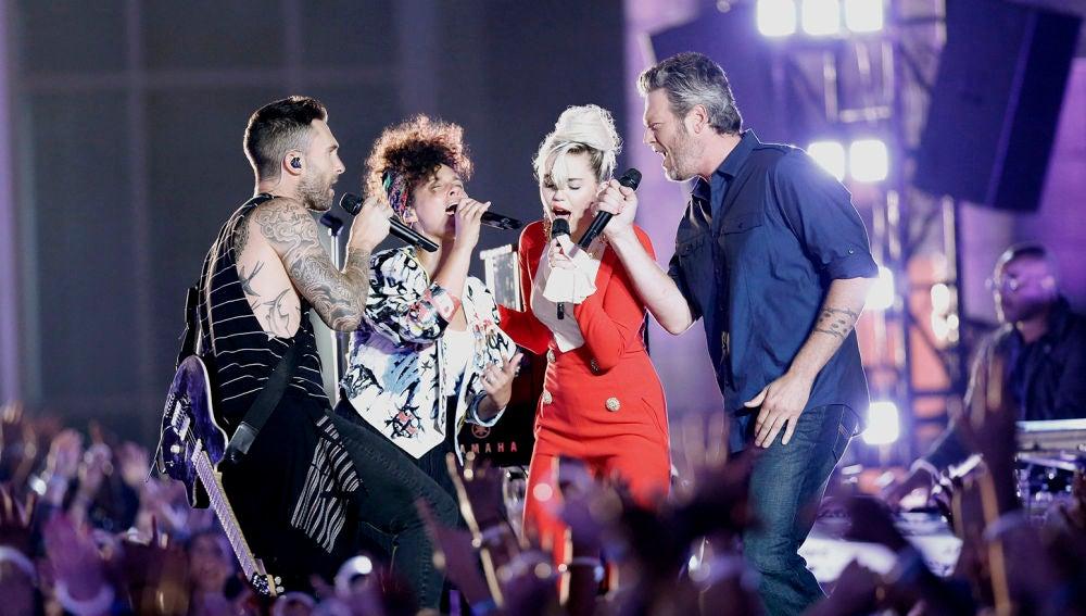 Adam Levine, Alicia Keys, Miley Cyrus y Blake Shelton cantan juntos 'Dream On' de Aerosmith