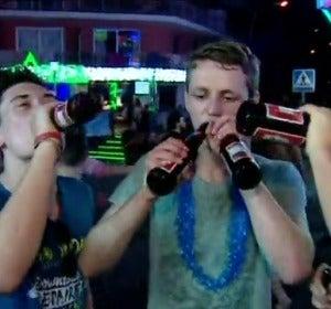 Frame 7.384558 de: Calviá lucha contra el turismo de borrachera