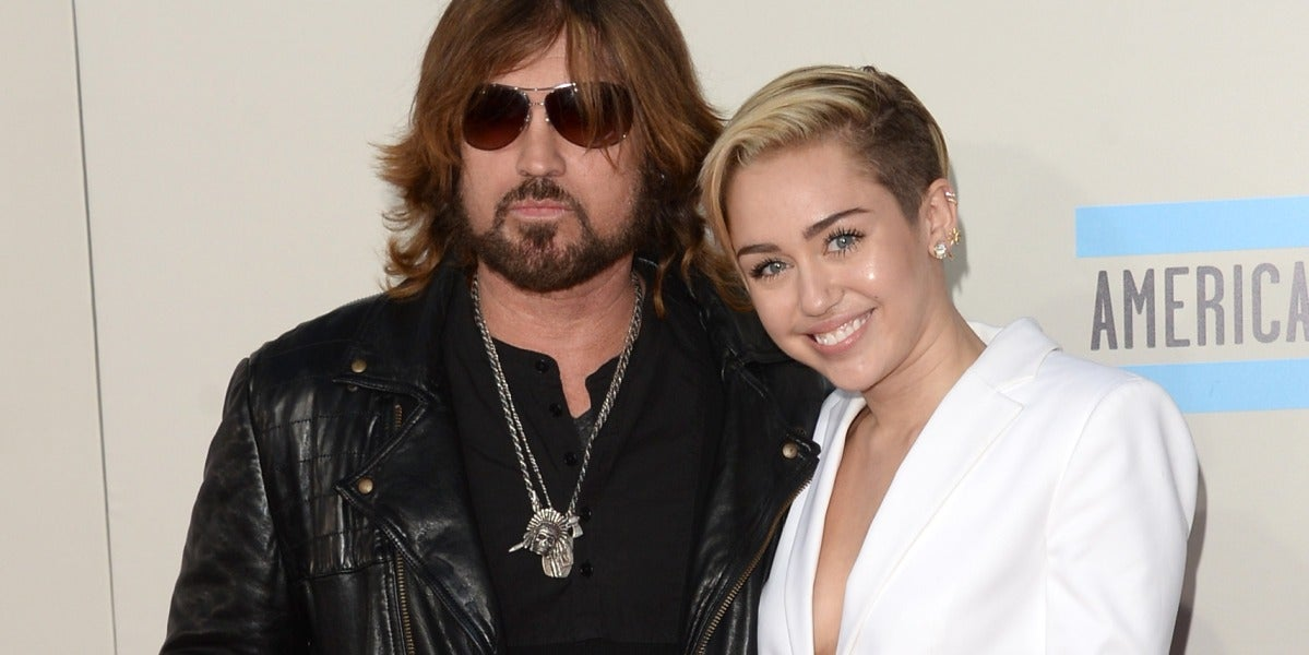 Miley Cyrus junto a su padre Billy Rae