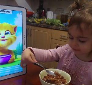 La mayoría de los niños comen mirando una pantalla