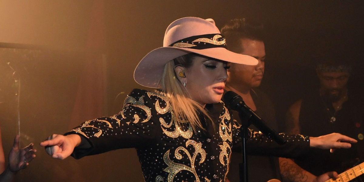 Lady Gaga en el concierto del Dive Bar Tour in Nashville